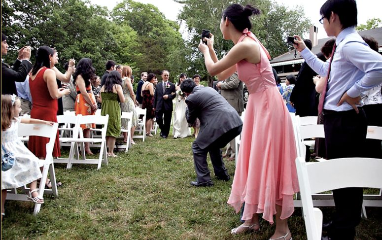 phones at the wedding ceremony ruining the photo 5 Biggest Wedding Photo Mistakes You Don't Want